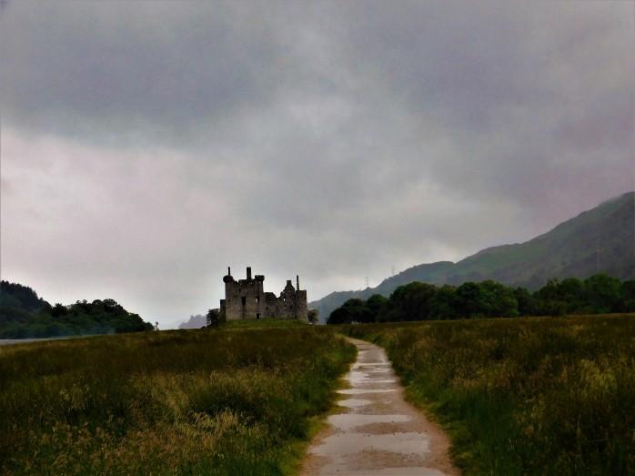 kilchurn-scotland.JPG